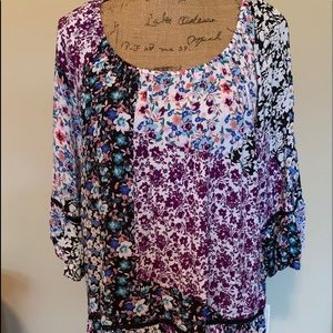 Beautiful ladies top-NWT!